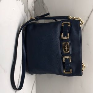 Michael Kors Hamilton cross body. Navy Gold chain